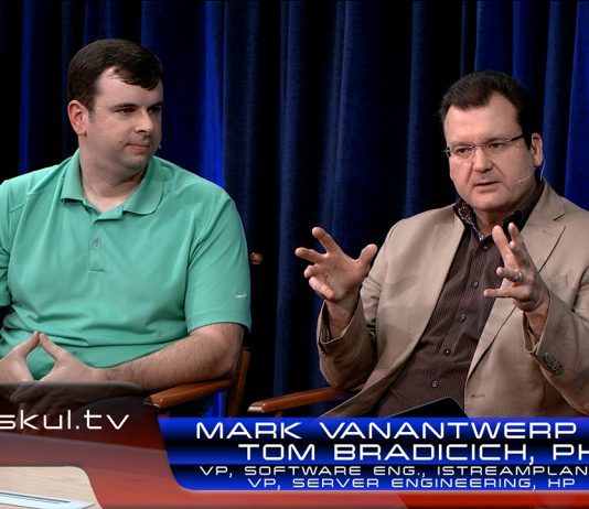 HP's Tom Bradicich, PhD and iStream Planet's Mark VanAntwerp discuss HP Moonshot with Intel Xeon Processors during a StudioXperience interview on Waskul.TV